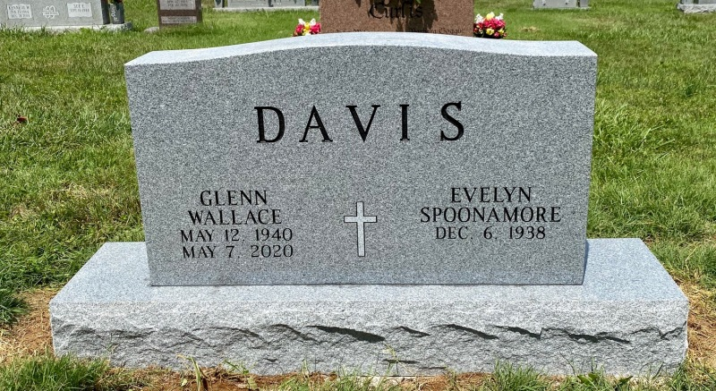 The Monument of Glenn Wallace and Evelyn Spoonamore Davis